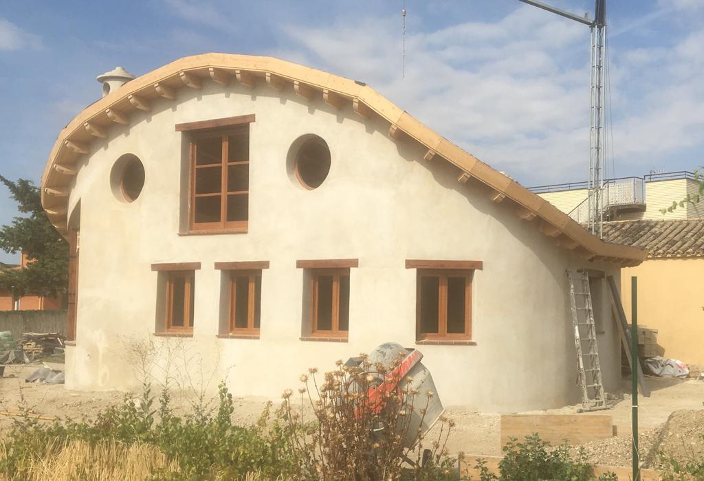 Construcción de vivienda unifamiliar aislada orgánica.