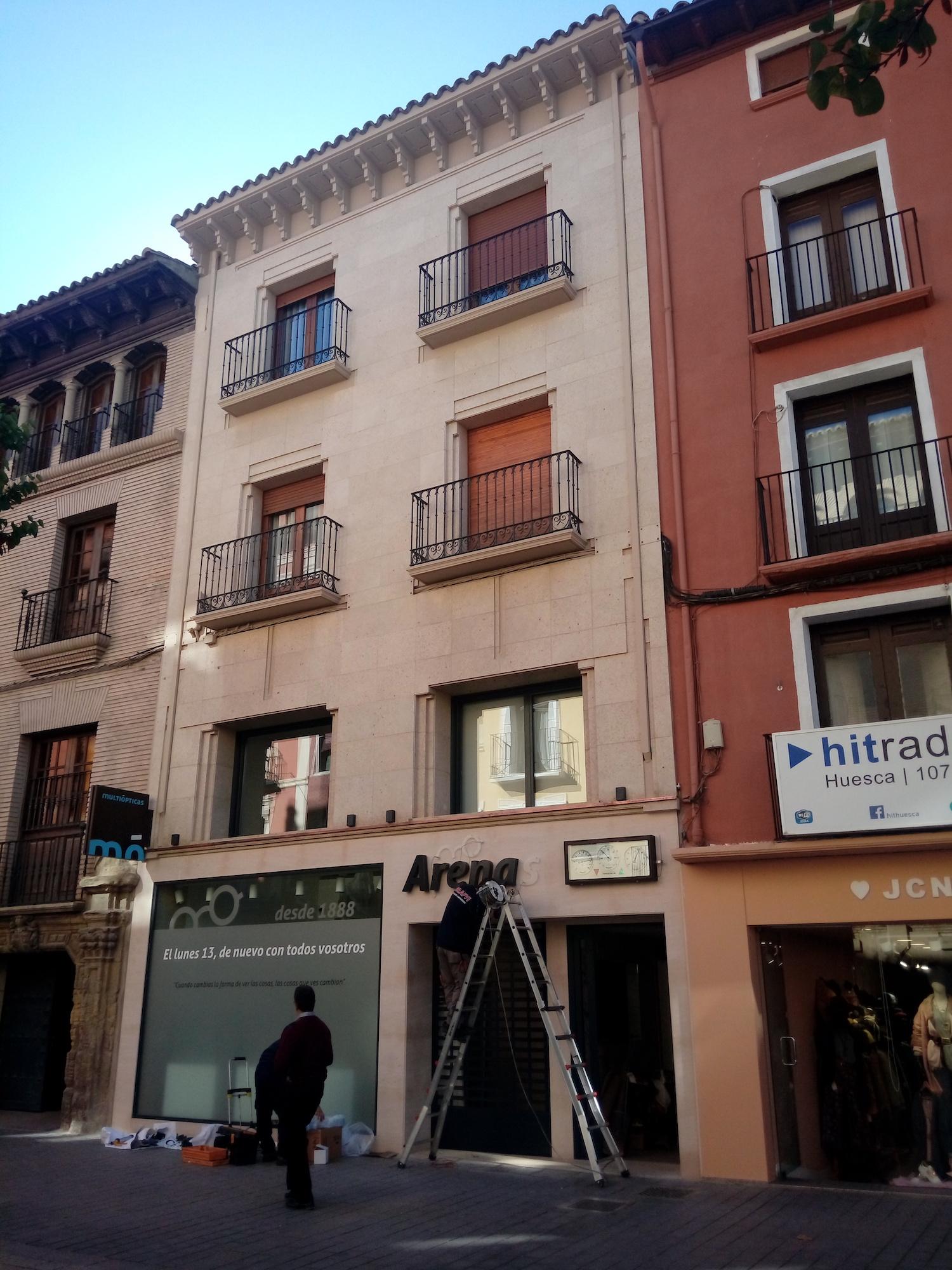 Reforma y ampliación de local comercial en Huesca