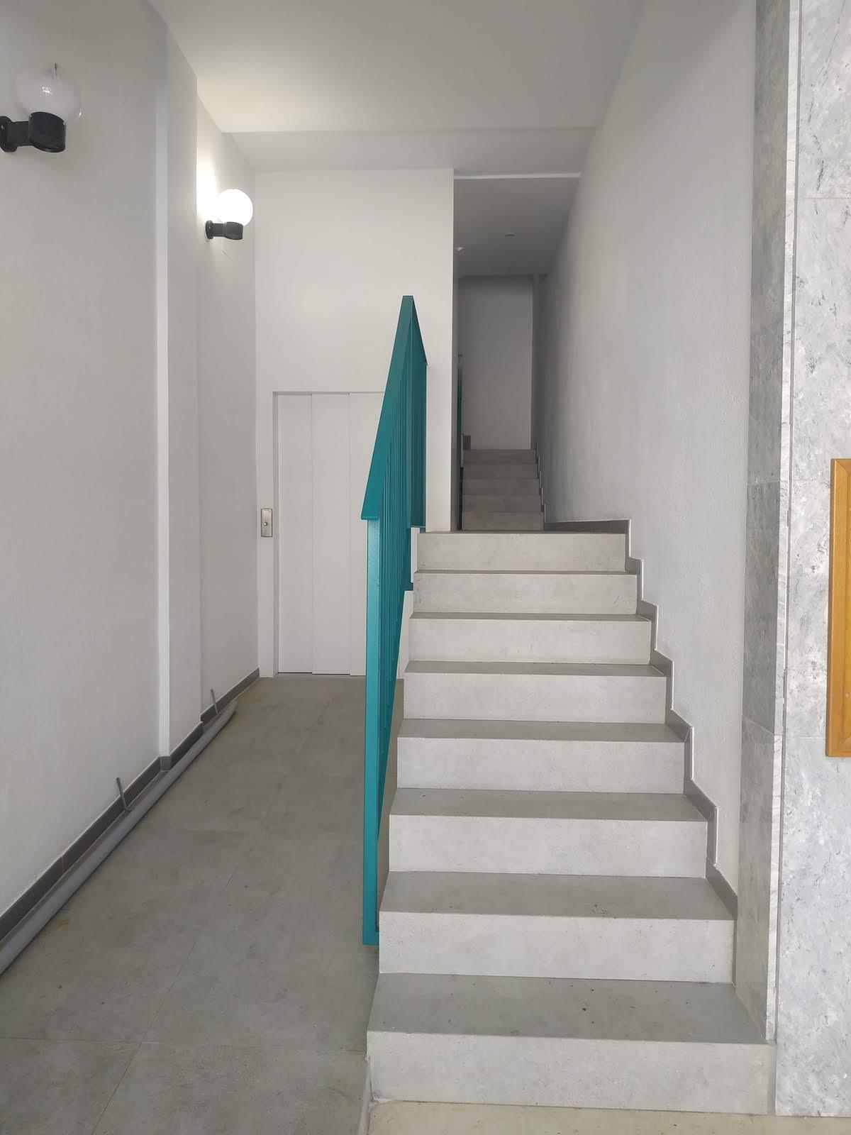 Reforma zonas comunes en edificios de la calle Perena