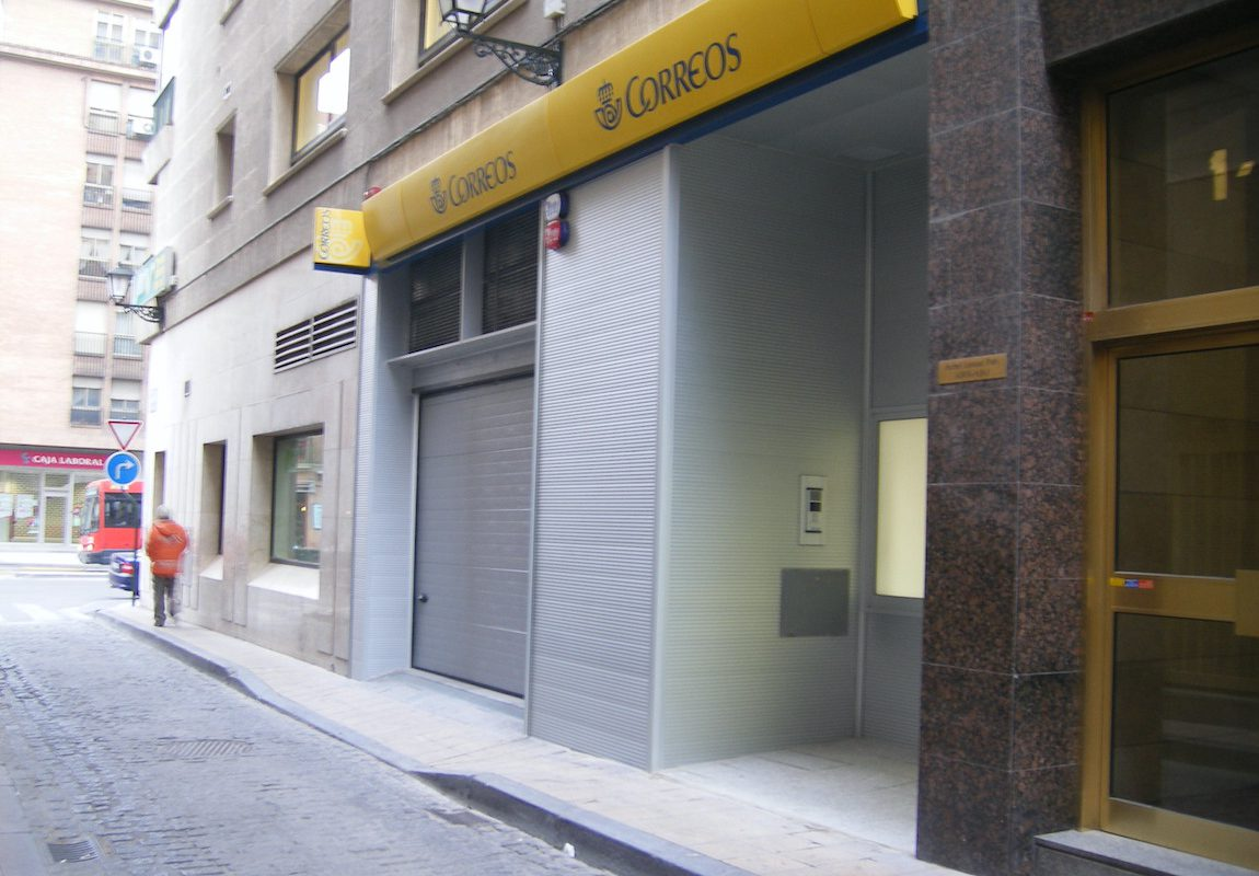 Reforma de oficina de correos en urbanización 8 (Zaragoza)